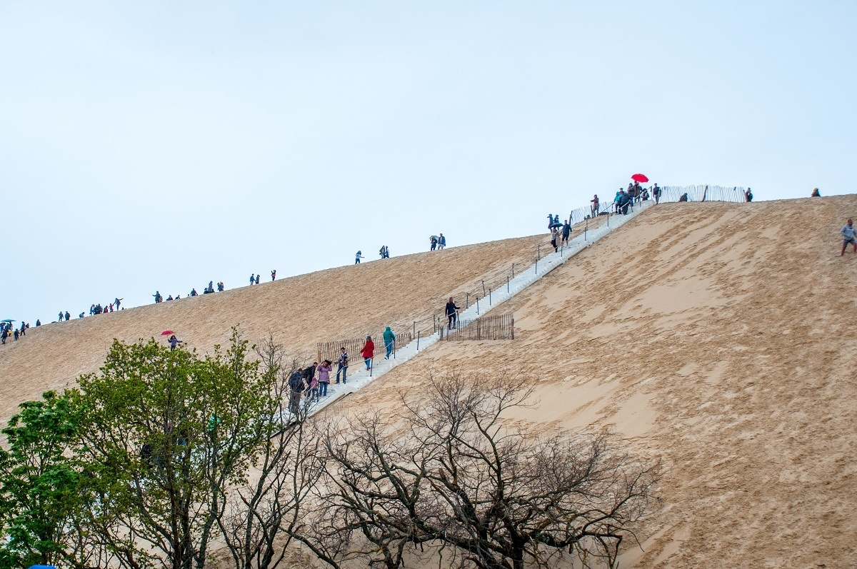 People climbing a giant sand dune, Dune du Pilat