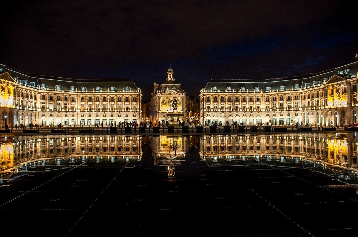 Seeing the reflection of Place de la Bourse in the Mirior d'Eau is one of the most popular Bordeaux activities