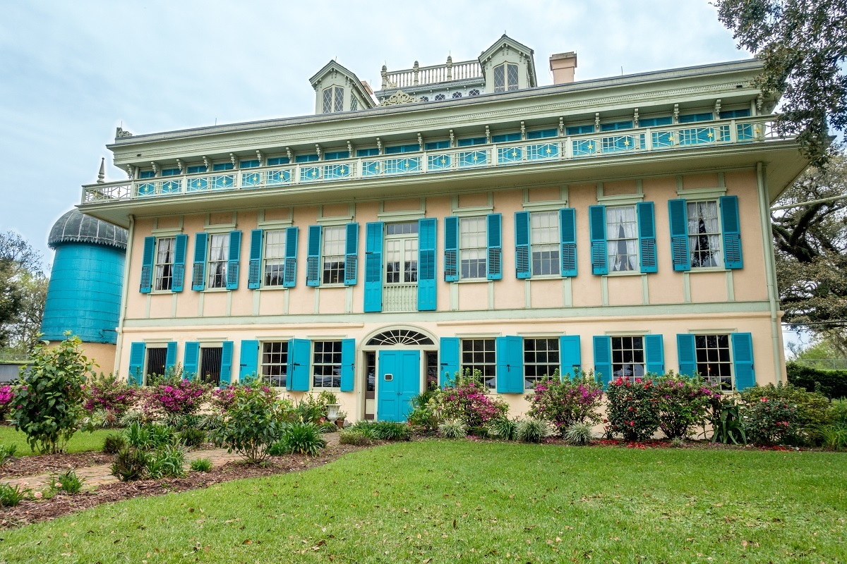 San Francisco Plantation with blue, pink, and yellow exterior decorations