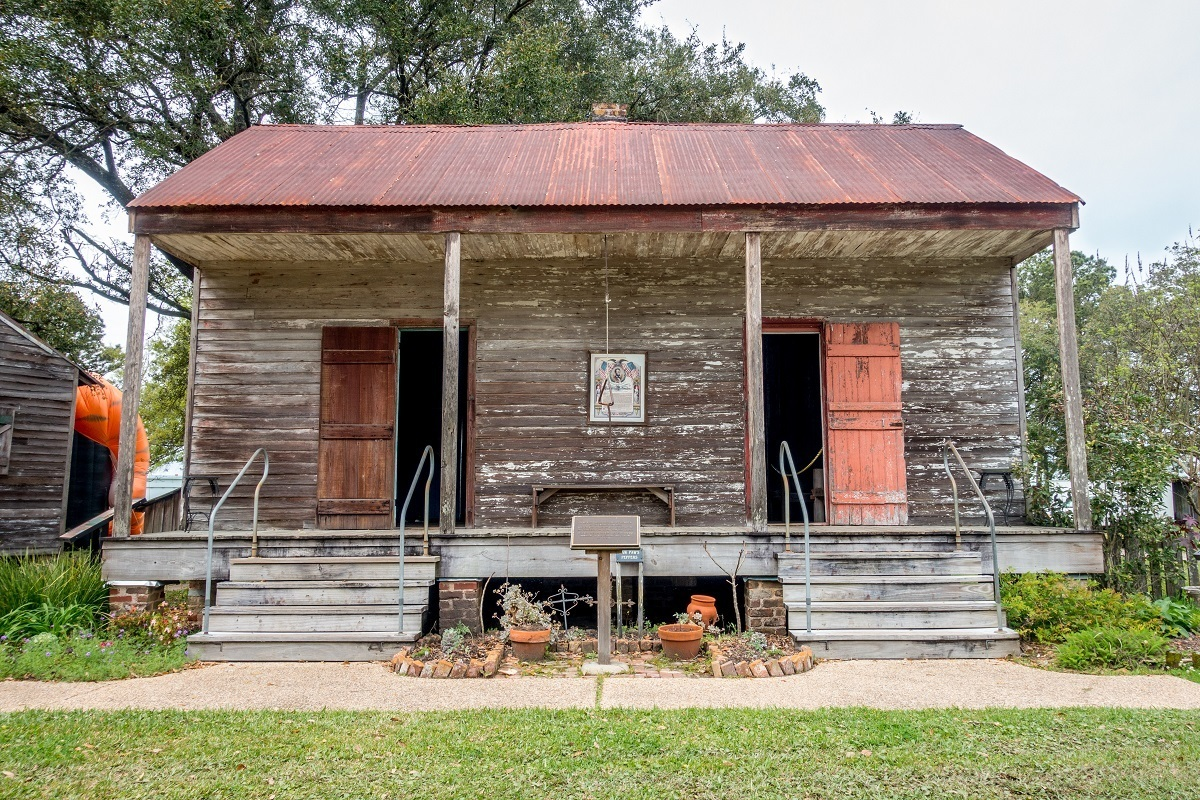 Slaves quarters at San Francisco Plantation and exhibits with information about slave life on the plantations in Louisiana
