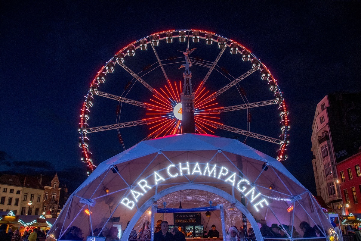 Ferris wheel behind champagne bar tent