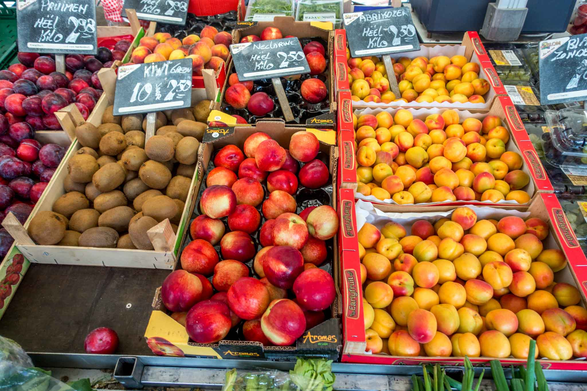 Kiwi and peaches for sale at the market in Gouda, the Netherlands