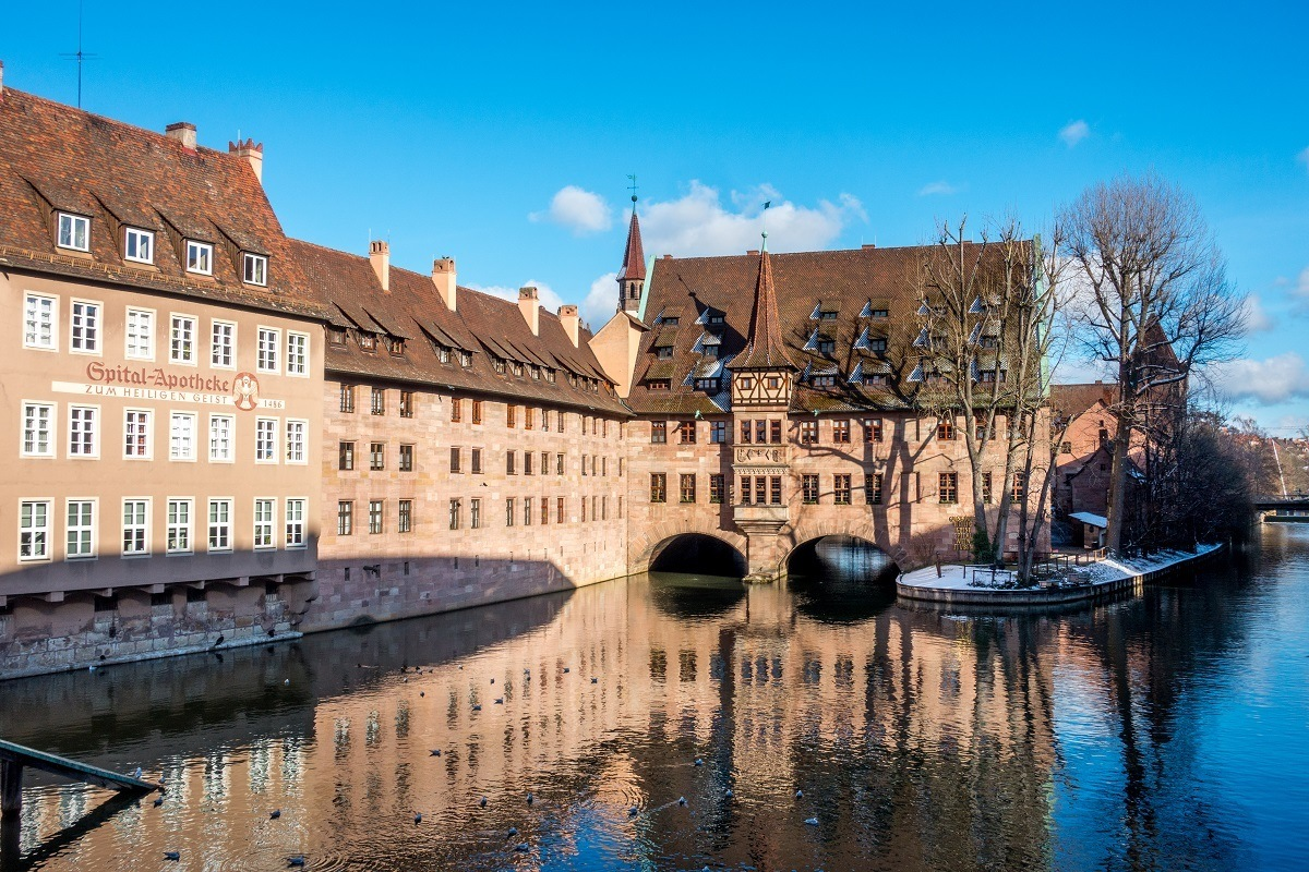 Brick building stretching across the Pegnitz River