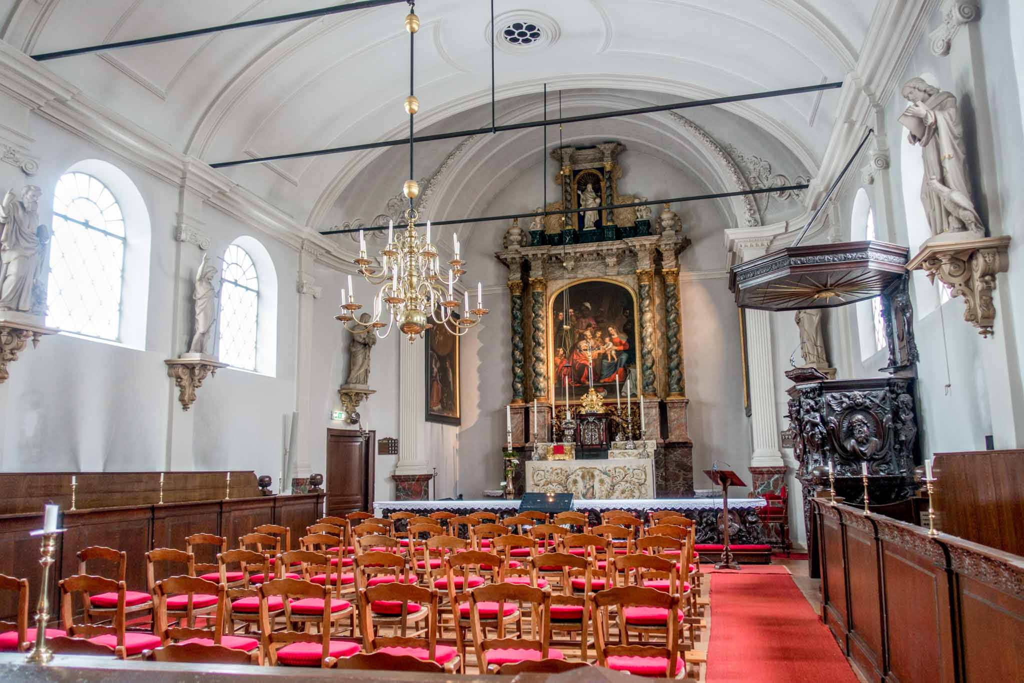 The sanctuary of the hidden Old-Catholic Church, a clandestine church, is one of the interesting places to visit in Gouda
