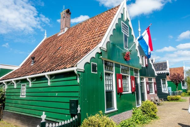 Seeing the traditional green Zaans houses is one of the fun things to do on a Zaanse Schans day trip