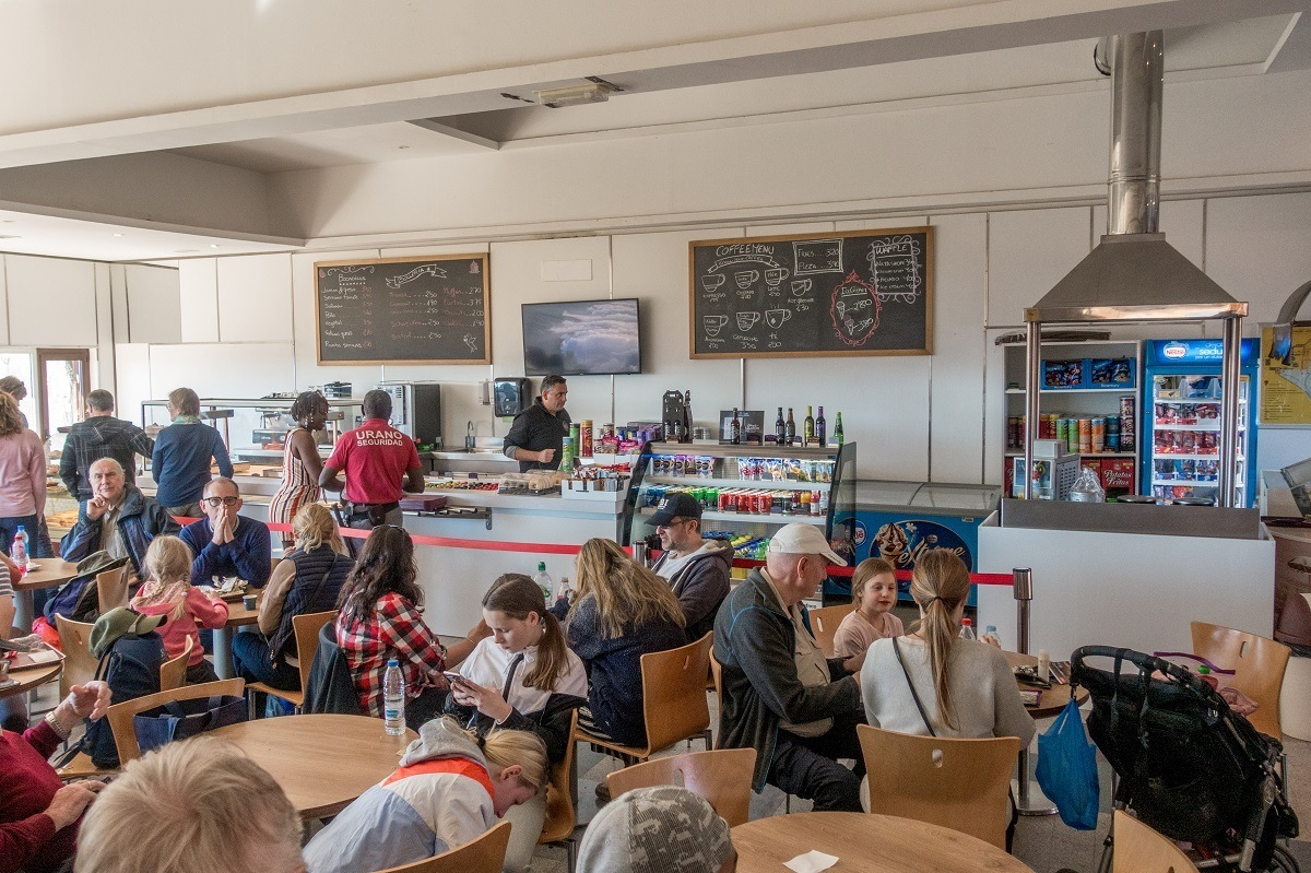 The Mount Teide restaurant at the lower cable car station has limited seating and few options to eat.  You might do better looking for other dining options on this mountain in Tenerife.