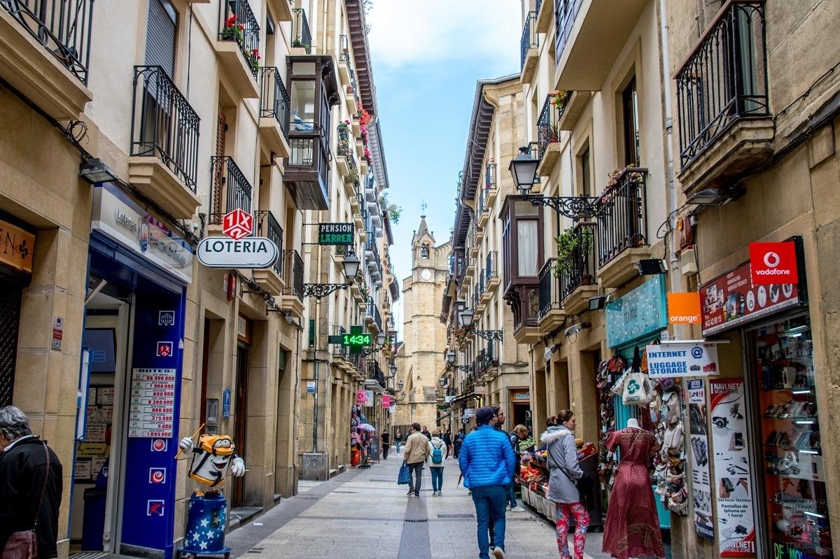 Walking the streets of old town San Sebastian (Casco Viejo)
