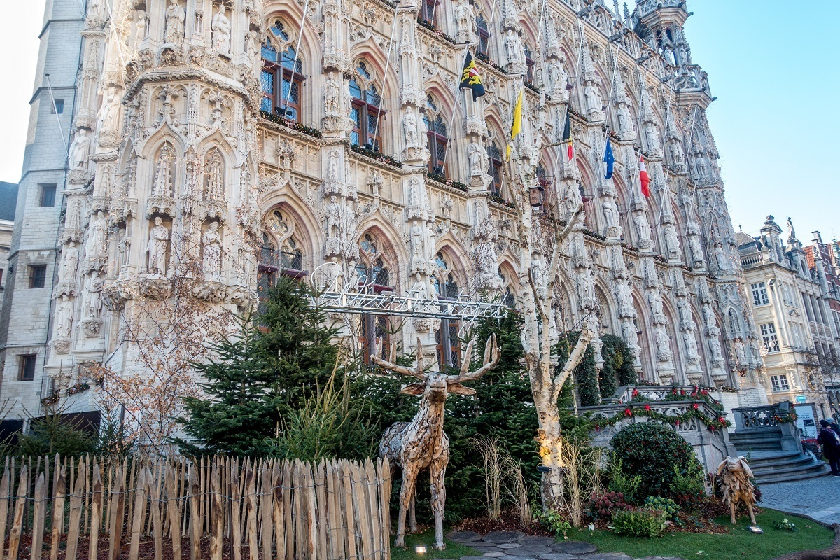 The winter garden in Leuven's Grote Markt is filled with trees, decorations, and winter scenes with animals