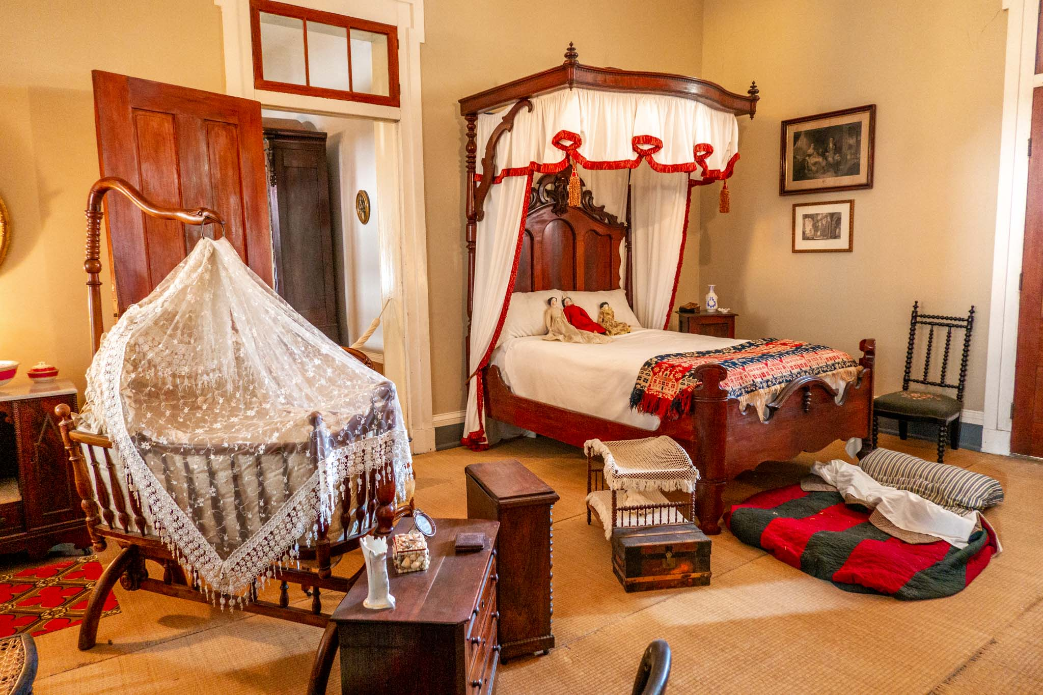 Bed and crib in children's bedroom with slave bed on the floor