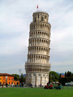 Leaning Tower of Pisa, a leaning belltower