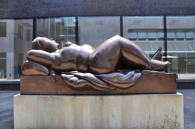 sculpture of a nude woman